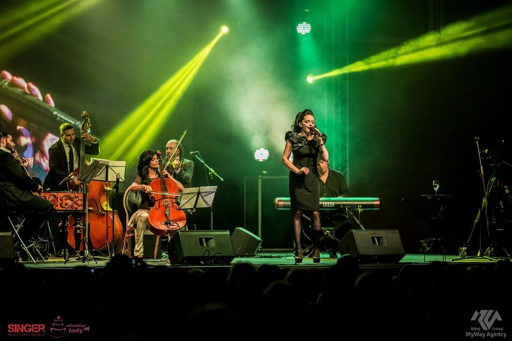 event-agency-singer-lucie-bila-ciganski-diabli-zilina-2015--14