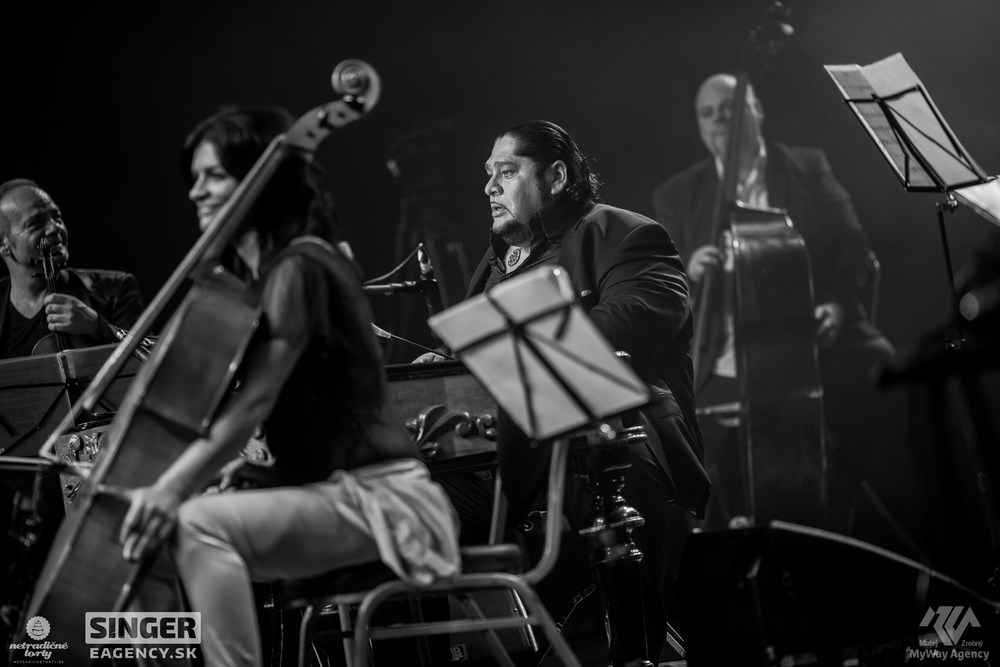 eventova-agentura-singer-koncert-lucie-bila-ciganski-diabli-zilina-52